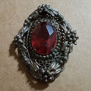 Jewelry - Large red brooch